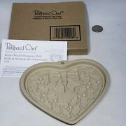 Pampered Chef Winter Wreath Cookie Chocolate Mold Holly Bow Stoneware 2928 2004