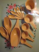 Vintage Plastic Foley Yellow Harvest Gold Measuring Spoons Cups Scoops Lot 14