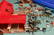 Breyer Horse Stable / Vet Hospital And 30 Accessories Toy Horses, Riders Deer Goat