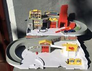 2015 Hot Wheels Sto And Go Folding Race Track Car Wash Service Station + 6 Cars