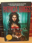 Cry Wolf By Patricia Briggs -1st/1st - Alpha And Omega Book 1