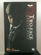 Hot Toys Harvey Dent / First Version Aaron Eckart / Incomplete / Read Well