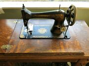 Singer Sewing Machine Model 27 Sphinx 1905 B1224717 In Cabinet Nice Condition
