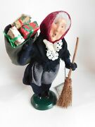 Byers Choice Carolers Old Befana Woman With Broom And Presents 2002 W/tag