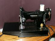 Singer Featherweight 221 Sewing Machine With Case