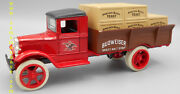 Anheuser-busch Truck Series 07 1931 Hawkeye Crate Bank