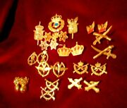 Amazing Vintage Greek Lot Tin Royal Military Uniforms And Caps Badges - Emplems