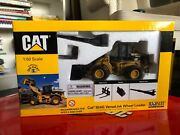 Caterpillar 924 Wheel Loader With Tools 1/50
