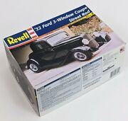 Sealed Parts Revell '32 Ford 3 Window Coupe 1/25 Scale Street Rod Nice Open Box