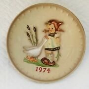 Vintage M.j. Hummel 4th Annual Plate Girl Duck Handpainted Collectors Plate 1974