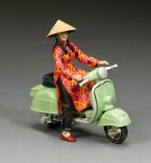 The Pale Green Vespa Girl Vn083 By King And Country Model Toy Soldier Miniatures