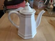 Mint Vintage 1970and039s Pfaltzgraff White Heritage Coffee Pot With Lid 4 Cup