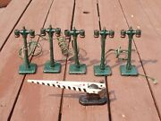 Lionel Vintage 5 Double Light Metal Posts And 1 Railroad 252 Crossing Gate Block