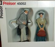 Preiser G Scale 122,5 Scale - 2 Standing People - 45052