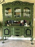 Thomasville Dining Buffet Hutch In Mint Condition