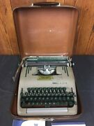Vintage 1950's Smith-corona Silent Super Typewriter With Carrying Case