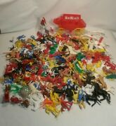☆ Vintage Lot 2 Or 3 Lbs Cowboys And Indians And Horses Plastic Figures And Coach F/sh