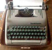Vintage 1950and039s Art Deco Smith Corona Super Silent 5t Pica Typewriter W/case