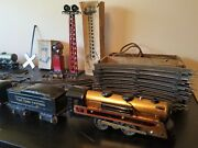 1942 Marx Trains Set With 2 Flood Light Towers And Accessories