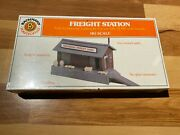 Bachmann Ho Scale National Freight Lines Freight Station And Floodlight Car 46311