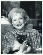 Betty White Hand Signed 8x10 Photo   Golden Girls Actress With Her Cat   Jsa