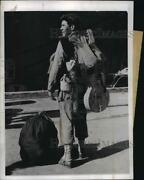 1943 Press Photo Carrying Guitar And Rifle Us Soldier Prepares To Board Transport