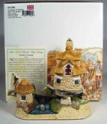 David Winter Cottages Avebury Crossing. 2002 Guild Member Only Cottage