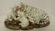 White Tiger And Babies, Momma W/ Two Babies 10 Base, Statue, Tiger King New