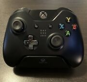 Xbox One Controller Day One 2013 And Xbox One Controller Stand