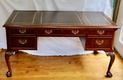 Hekman Furniture Vintage Mahogany Executive Desk W/cabriolet Legs And Ball Claw