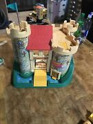 Vintage Fisher Price Little People Play Family Castle 993 1974