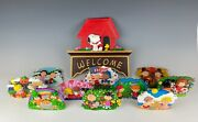Danbury Mint Peanuts Snoopy Welcome Sign With 10 Seasonal Plaques