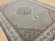 5and039.8 X 8and039.0 Beige Fine Wool And Silk Geometric Oriental Area Rug Hand Knotted
