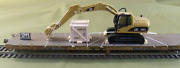 Ho Scale Model Railroads And Trains - Freight Cars - Cat Excavator 320 E