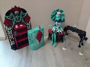 Monster High Frights, Camera, Actionpremiere Party Playset And Honey Swamp Doll