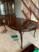 Thomasville Dining Room Table And Hutch 8 Pieces