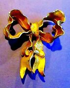 Fancy Vintage 1950and039s Coro Gilt Bow Brooch