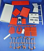 O/s - Plasticville - 1981 Farm Buildings - Never Used - Unassembled
