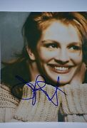 Julia Roberts Signed 8x10 Photograph - Homecoming / Erin Brockovich Collectible