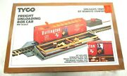 Tyco No. 930 Remote Control Freight Unloading Box Car W/ Accessories Ho Scale