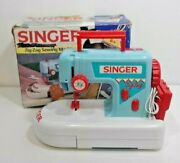 Childs Singer Zig-zag Childand039s Toy Sewing Machine Vintage Handle Compartment 1993