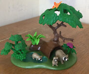 Playmobil 4205 Raccoons And Habitat.