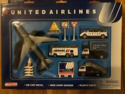 United Airlines Diecast Airport Play Set Airplane Transport Vehicle Realtoy 6261