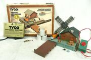 Tyco 931 Freight Unloading Depot Station And Atlas Track Model Railway Accessory