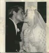 1968 Press Photo Singer Perry Como Kissed Daughter Therese After Her Marriage