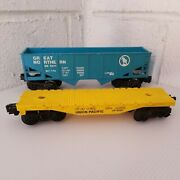 Lot Of 2 Lionel Union Pacific Flat Car 9020 And Great Northern Hopper 9011