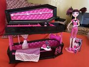 Monster High Dead Tired Draculaura -jewelry Box Coffin Bed Set- Pet Bat Inc
