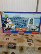 Disneyand039s Contemporary Resort Monorail Playset Theme Park Toy Accessory Boxed.