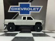 Custom Made Lifted 1/64 1988- 92 Gmc 4x4 Chevy Mud Ertl Farm Truck Hitch And Tow