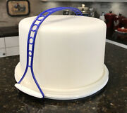 Tupperware 684 Round Cake Taker With Blue Handle And Speckled Base